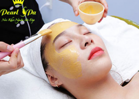 Chăm sóc da mặt bằng mặt nạ vàng 24k (Take care of your skin with a 24k gold mask)