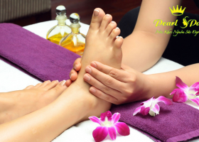 Massage chân + ngân chân thảo dược (Foot massage + herbal feet)